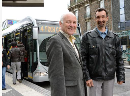 Jean-François Rétière, till vänster, är politiskt ansvarig för kollektivtrafiken i Stornantes, Nantes Métropole. Damien Garrigue är projektledare för busstrafiken. På senare år har de fått ta emot besök från hela världen som vill lära sig av Nantes´ framgångar. Foto: Ulo Maasing.