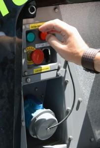 """Vid laddning öppnar föraren en """"tanklucka"""" baktill på bussens högra sida. Där kan han välja mellan snabb och långsam laddning. Det går också att ladda via kabel. Foto: Ulo Maasing."""
