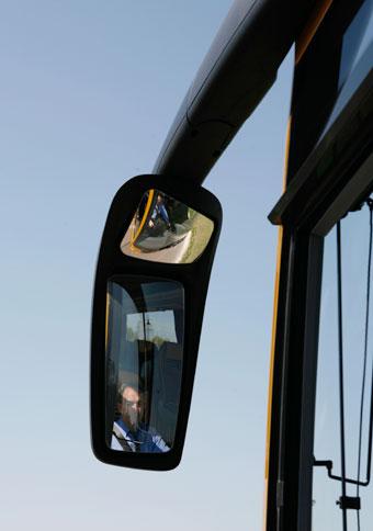 Backspeglarna på de bussar som frontalkrockade i Norge på måndagen har troligen orsakat två busspassagerares död.