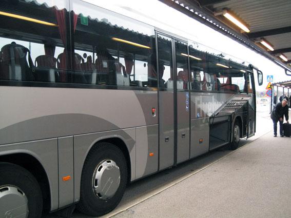 På uppddrag av Blekingetrafiken kör idag Trossö Buss flygbussarna till Ronneby flygplats. Nästa år ska trafiken köras kommersiellt. Foto: Ulo Maasing.