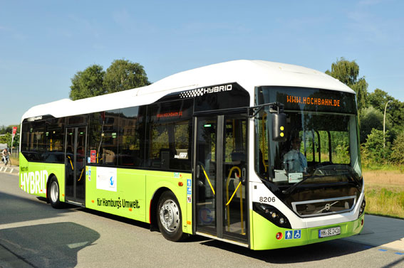 Hamburger Hochbahn, som svarar för lokaltrafiken i Hamburg, har i veckan tagit emot femton hybridbussar från Volvo. Foto: Volvo Bussar.