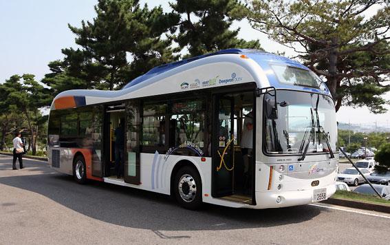 De första induktivt laddade stadsbussarna har nu satts i reguljär trafik i Sydkorea. Foto: KAIST.