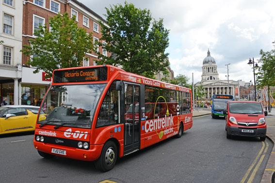 Nottingham är Englands minst bilberoende stad. Nu storsatsar man på elbussar. Först ut är en ringlinje i centrum, Centrelink. Foto: Ulo Maasing.