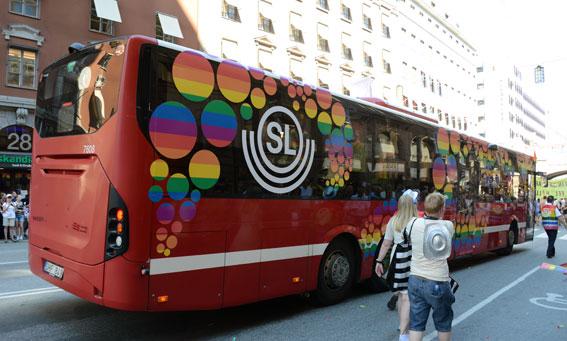 Nobina och SL deltog i lördagens Prideparad med en särskilt dekorerad buss. Foto: Ulo Maasing.