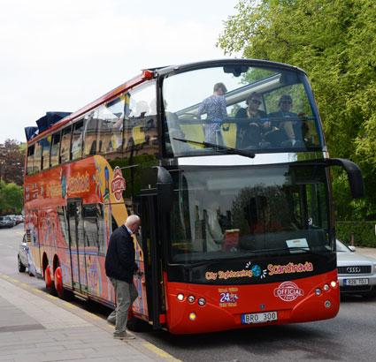 En av Strömmas sightseeingbussar i Stockholm. Med öppet tak. Foto: Ulo Maasing.