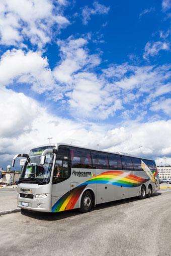 Att åka flygbuss till Djurgården har blivit poppis. Nu förlängs trafiksäsongen. Foto: Flygbussarna.