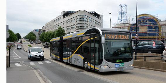 BusWay, det framgångsrika BRT-systemet i Nantes, Frankrike. Bussbranschens Riksförbund kritiserar Trafikverket för att verket i sin långtidsplan låter BRT-satsningar lysa med sin frånvaro. Foto: Ulo Maasing.