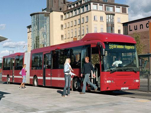 Keolis i Stockholm förlänger livstiden på ett hundratal ledbussar från åren 2004 och 2005 genom att renovera dem. Foto: Volvo Bussar.