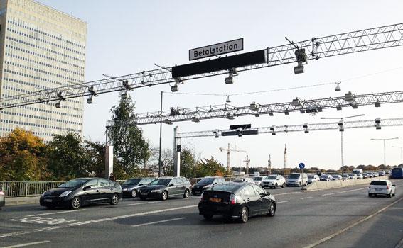 Betalstation för trängselskatt på Skanstullsbron i Stockholm. Foto: Ulo Maasing.