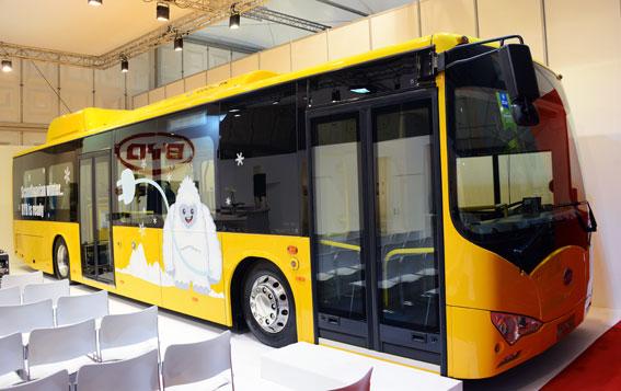 Kinesiska BYD hade två bussar på plats, båda anpassade för ett nordiskt klimat. Inomhus på mässan visade man sin eBus som ska gå i trafik i Köpenhamn. Foto: Ulo Maasing.