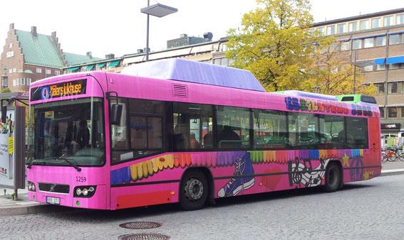 Det ena av två vinnande bidrag i bussdesigntävlingen i Eskilstuna…