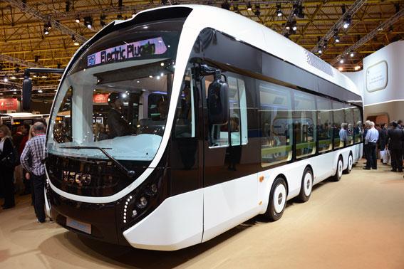 Ivecos konceptbuss Ellisup med åtta små hjul med navmotorer. Foto: Ulo Maasing.