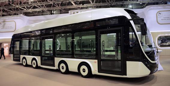 Fordonsnyheterna var få på årets Busworld. Mest spektakulär var Iveco Bus´ fyraxliga konceptbuss. Foto: Ulo Maasing.