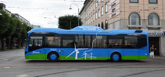 Laddhybridbuss i Göteborg. BR vill att regering och riksdag satsar mer på forskning och innovation när det gäller busstrafik. Foto: Ulo Maasing.