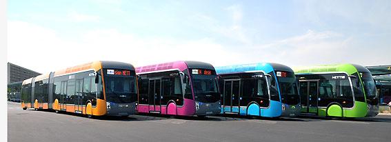 Bussarna i Mettissystemet är lackerade i läckra pastellfärger. Foto: Mettis.