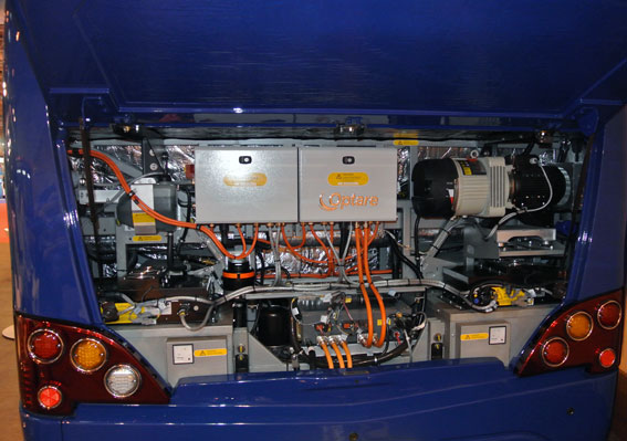 Bakom luckan till motorrummet på Optare Versa EV döljer sig en elmotor på 150 kW. Foto: Ulo Maasing.