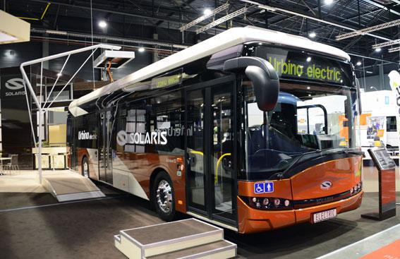 Solaris visade sin stadsbuss Urbino 12 i helelektrisk version och med konduktiv laddning via en strömavtagare på taket. Foto: Ulo Maasing.