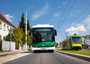 Förutom flera olika lösningar för batteribusssar tillverkar Solaris spåvagnar och trådbussar. Foto: Solaris.