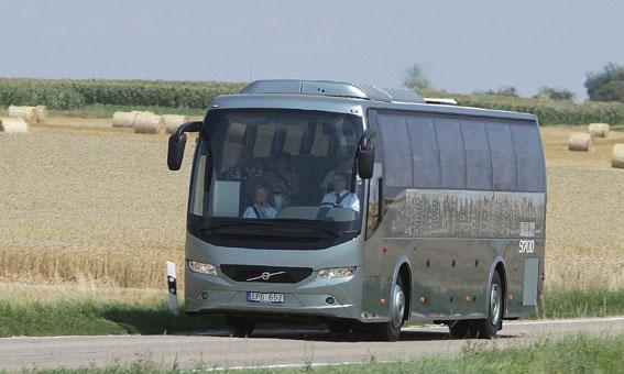 Volvo 9700 – på bilden dock i vänsterstyrd version – har utsetts till årets turistbuss i Irland. Foto: Volvo Bussar.