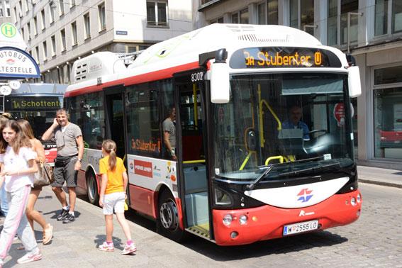 Elbuss i Wien. Onsdagens konferens om energieffektiv kollektivtrafik har mötts av ett överväldigande intresse. Foto: Ulo Maasing.