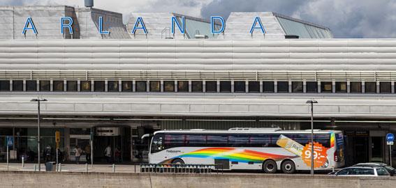 Flygbussarna har tappat elva procent av sina resenärer till och från Arlanda sedan pendeltågstrafiken infördes. Däremot har tågen lockat få bilister. Foto: Flygbussarna.