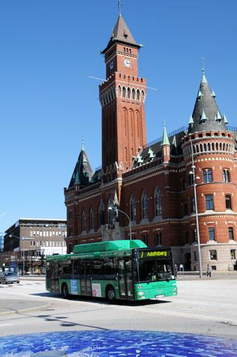 Anställda i Helsingborgs stad väljer oftare än förr bussen för sina resor i tjänsten. Foto: Ulo Maasing.