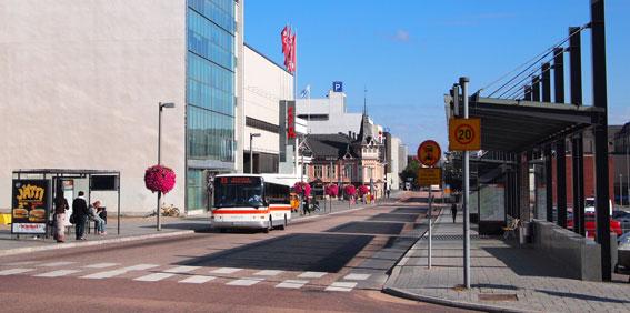 Finsk bussbransch går nu igenom dramatiska förändringar. Ett exempel på det är stadstrafiken i Jyväskylä. Foto lic via Wikimedia Commons.