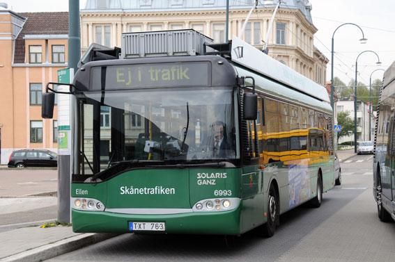 Som en följd av den senaste trafikupphandlingen i Skåne tar Nobina över trådbusstrafiken i Landskrona. Foto: Ulo Maasing.