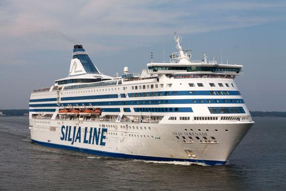 Silja Serenade ska tillsammans med Silja Symphony gå igenom en omfattande förnyelse. Foto: Tallink Silja.