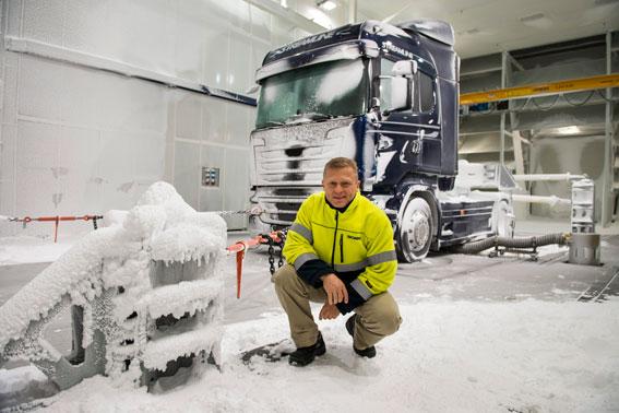 Christer Ramdén svarar för testerna i Scanias nya klimatvindtunnel. Foto: Scania.