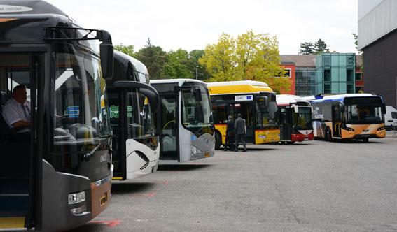 Elbussar på parad vid den internationella kollektivtrafikunionens mässa tidigare i år. Foto: Ulo Maasing.