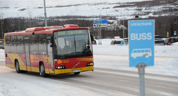 Hörvalls Buss kör nu i princip all linjetrafik i Kiruna kommun, Sveriges största. Bland annat kör man tätortstrafiken. Resandet har fördubblats sedan nolltaxa infördes härom året. Foto: Ulo Maasing.