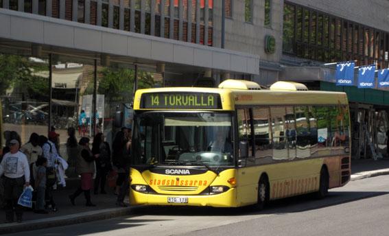 Det vore fel att i den kommande upphandlingen av stadsbusstrafiken i Östersund ställa ensidiga krav på biogasdrift, menar företrädare för svensk bussbransch. Foto: Ulo Maasing.