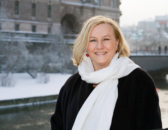 Handelsminister Ewa Björling (M) ger sig ut på bussresa längs Norrlandskusten. Foto: Jonna Tomasson.