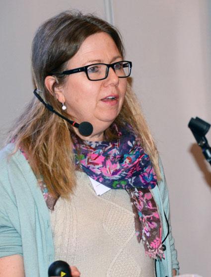 Maria Melkersson, Trafikanalys: Kostnaderna för kollektivtrafiken ökar, resandet blir allt dyrare och flera myndigheter sköter inte sitt jobb. Det är långt kvar tills Sverige har en väl fungerande öppen marknad för kollektivtrafik. Det slog Maria Melkersson från myndigheten Trafikanalys fast på ett av seminarierna på Transportforum i Linköping på onsdagen. Om det stämmer att nöden är uppfinningens moder så är förutsättningarna de bästa för att tänka nytt i branschen. Foto: Ulo Maasing.