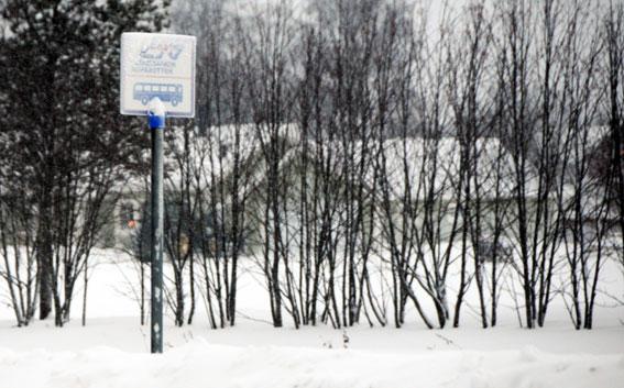 Ingen behöver vänta förgäves på länstrafikens bussar trots sträng kyla i Norrbotten. Men tågbolagen vägrar köra ersättningstrafik för inställda tåg. Foto: Ulo Maasing.