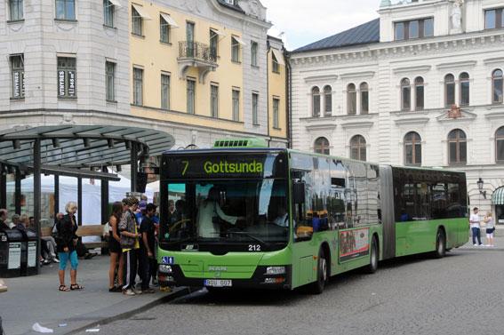 De som åker med stadsbussarna i Uppsala får snart 50 procent dyrare månadskort. Foto: Ulo Maasing.