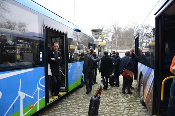 Volvo och VDL hade var sin buss på plats vid ZeEUS-premiären i Bryssel. Foto: Ulo Maasing.