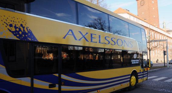 Sedan flera år har Axelssons kört högskoleelever mellan Västerås och Eskilstuna. Nu kör man även en ny linje för ABB-medarbetare. Foto: Ulo Maasing.