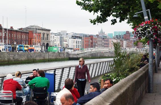 Dublins centrum med floden Liffey. Den irländska huvudstaden planerar en storsatsning på BRT, Bus Rapid Transit. Foto: Ulo Maasing.