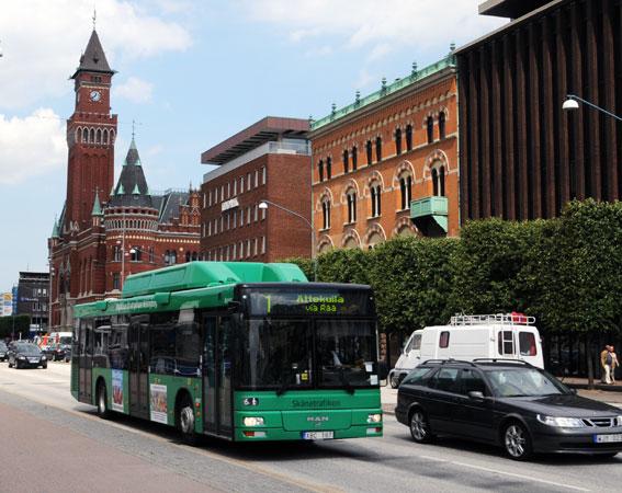 Linje 1 är den mest belastade stadsbusslinjen i Helsingborg. På sikt ska den förvandlas till en superbusslinje, HelsingborgsExpressen. Foto: Ulo Maasing.