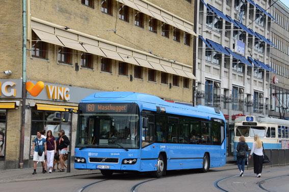 En hybridbuss på linje 60 i Göteborg. HyperBus-projektet, där hybridbussarna ingår, startade 2011. Foto: Ulo Maasing.