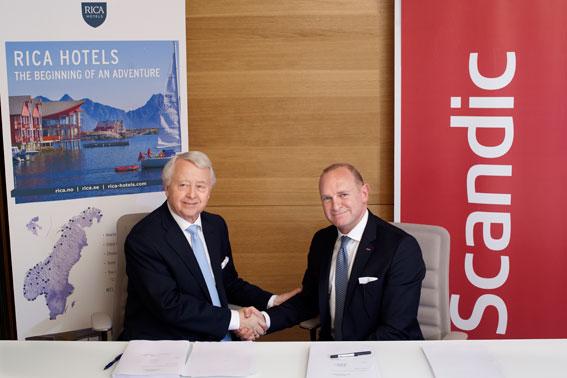 Rica Hotels grundare Jan Rivelsrud, till vänster, och Scandics vd Frank Fiskers.