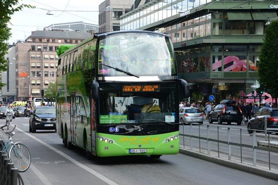 Utländska turister betyder mycket även för svenska bussföretag, bland annat i sightseeingtrafik. Foto: Ulo Maasing.