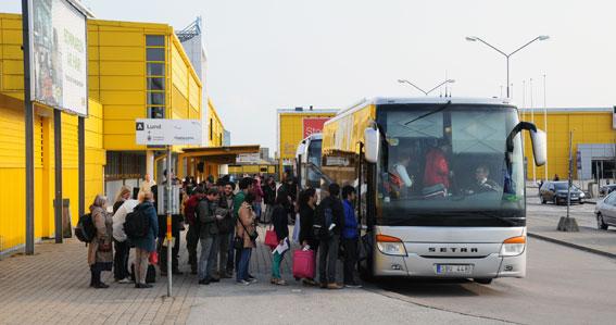 Flygbussar på Sturup. Skånetrafiken vill ha mer kommersiell kollektivtrafik i Skåne. Där är Flygbussarna med i infosystemet, medan SL och Västtrafik har kastat ut dem. Foto: Ulo Maasing.