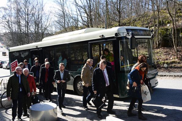 Premiärresenärerna anländer till Hagalunds arbetsområde. Foto: Ulo Maasing.