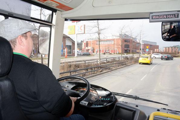 Johnny Bryggman, delsö Buss, konstaterade att en timmes körning kostade sex procents batteriladdning. Foto: Ulo Maasing.