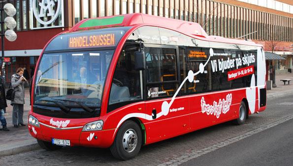 Handelsbussen i Borlänge körs med en elhybridbuss från Optare. I framtiden kan den få köra på elväg.