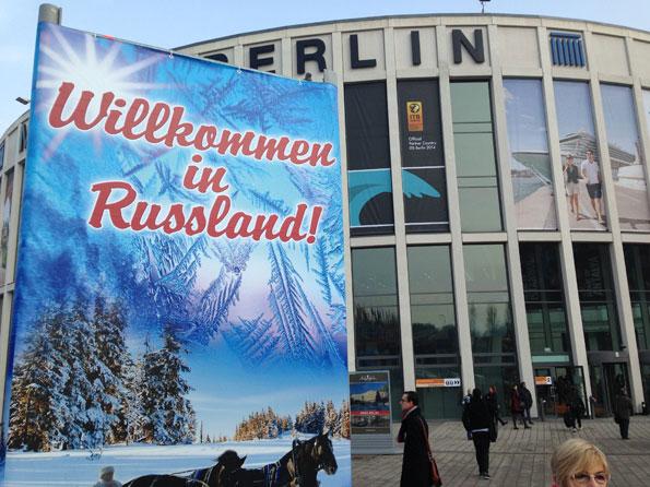 Tajming: Stora affischer välkomnar besökare på resmässan ITB i Berlin till Ryssland… Foto: Ulo Maasing.