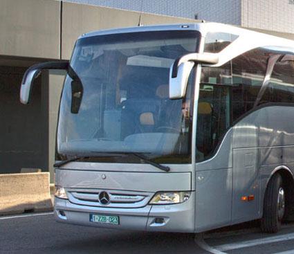 Mercedes-Benz toppar nyregistreringarna av tunga bussar under februari.